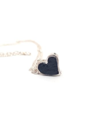 biżuteria z węgla, srebrne łańcuszko i serce, serce z węgla