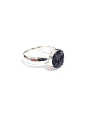 pierścionek z węglem